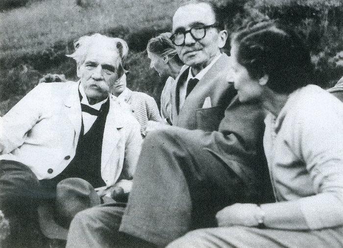 Ο Νίκος Καζαντζάκης και η Ελένη Καζαντζάκη με τον Άλμπερτ Σβάιτσερ