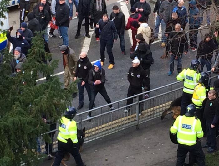 Αγγλία: Συγκρούσεις διαδηλωτών με ακροδεξιούς στο Dover - εικόνα 3