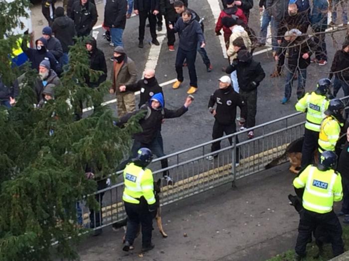 Αγγλία: Συγκρούσεις διαδηλωτών με ακροδεξιούς στο Dover - εικόνα 4