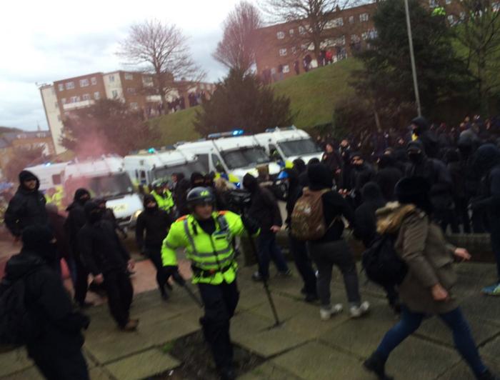 Αγγλία: Συγκρούσεις διαδηλωτών με ακροδεξιούς στο Dover - εικόνα 5