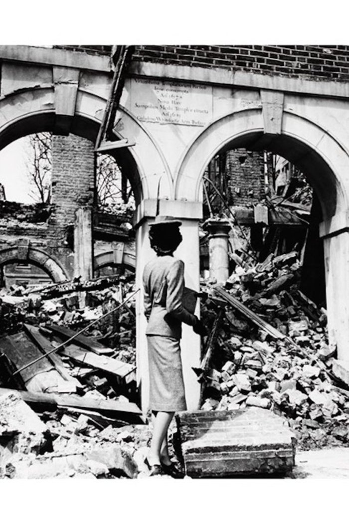 Μόδα στα ερείπια το 1941από τον Σεσιλ Μπίτον