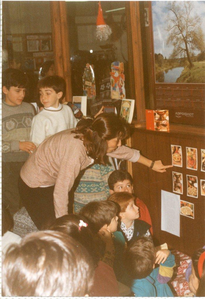 Η βιβλιοθήκη το 1990