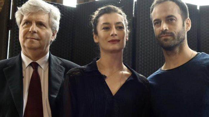 Ο Λισνέρ, διευθυντής της Όπερας του Παρισιού, Μιλπιέ και Ντιπόν. Όλοι κοιτάζουν αλλού!