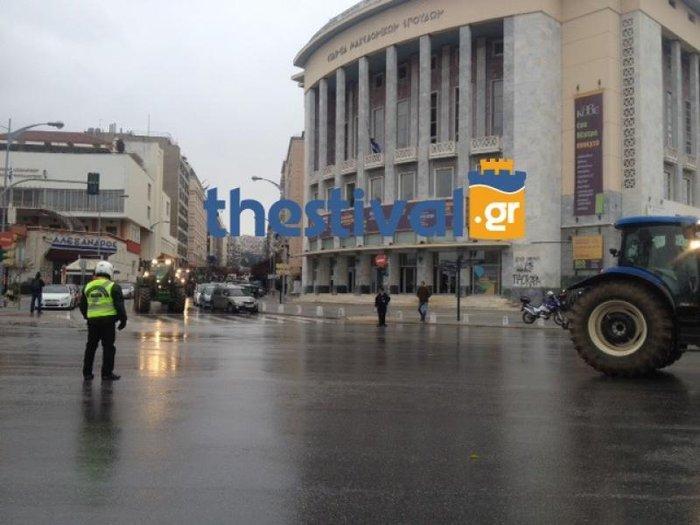 Τα πρώτα τρακτέρ έφτασαν στο κέντρο της Θεσσαλονίκης - εικόνα 2