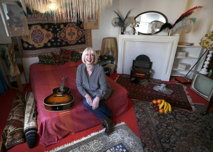 Η πρώην κοπέλα του Τζιμι Χέντριξ , Κάθι Ετσινχαμ, στο υπνοδομάτιο του... μουσείου