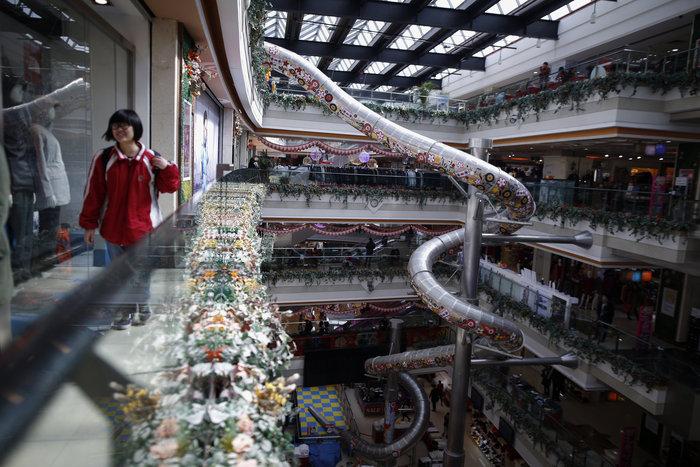 Τσουλήθρα - τέρας σε εμπορικό κέντρο της Σαγκάης - εικόνα 2