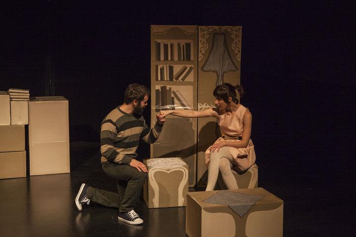 Η Αστερόπη έγραψε ένα έργο για το ζευγάρι της διπλανής πόρτας - εικόνα 2
