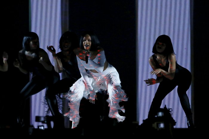 Xoρογραφία της Ριάνα έβαλε «φωτιά» στα Brit Awards
