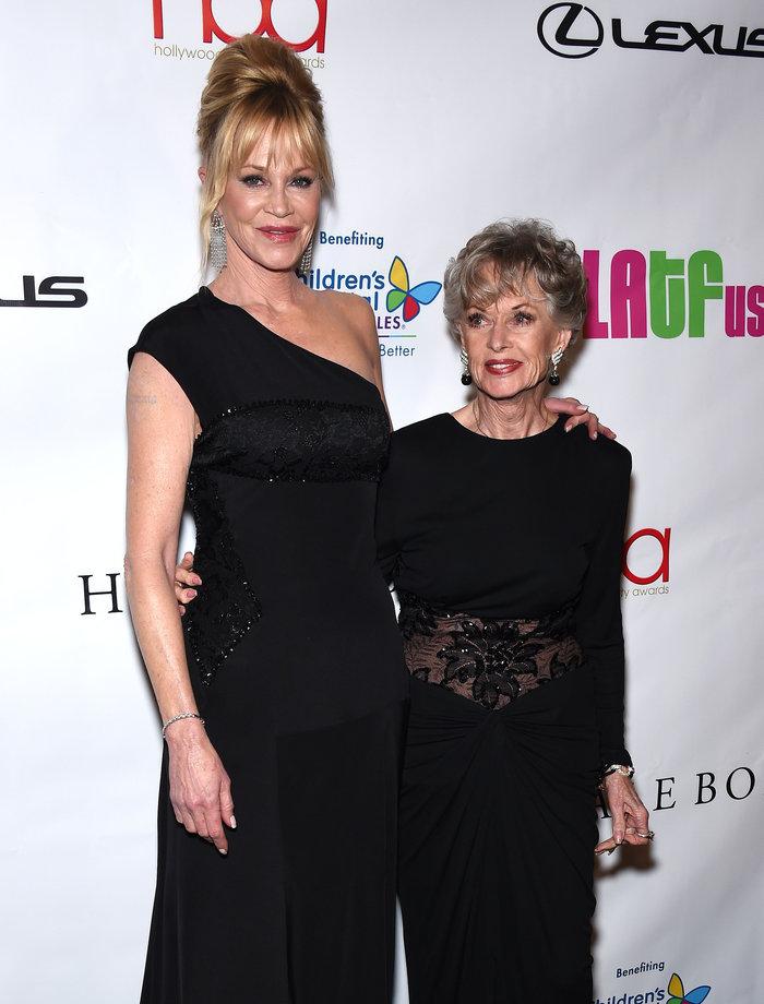 Η 58χρονη Μέλανι Γκρίφιθ σε σπάνια εμφάνιση με την 86χρονη θρυλική μαμά της - εικόνα 4