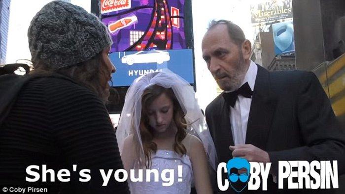 Οι αντιδράσεις όταν ένας 65χρονος ποζάρει με τη 12χρονη «νύφη» του - εικόνα 2