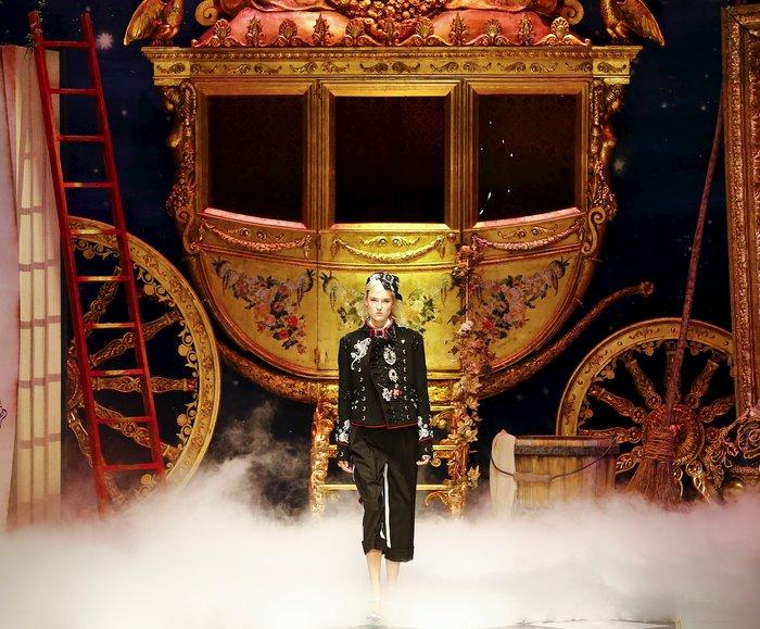 Εικόνες από τo εκπληκτικό σόου των Dolce & Gabbana στο Μιλάνο - εικόνα 8