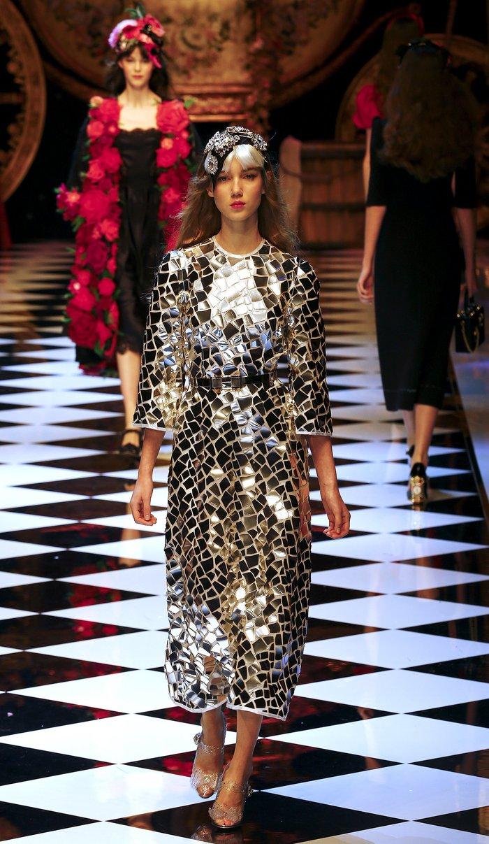 Εικόνες από τo εκπληκτικό σόου των Dolce & Gabbana στο Μιλάνο - εικόνα 12