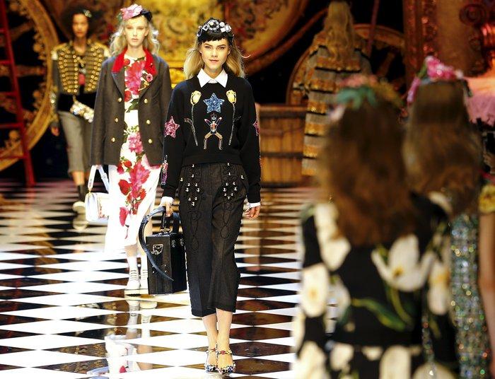 Εικόνες από τo εκπληκτικό σόου των Dolce & Gabbana στο Μιλάνο - εικόνα 17