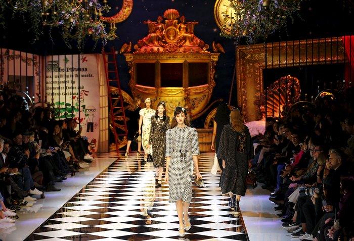 Εικόνες από τo εκπληκτικό σόου των Dolce & Gabbana στο Μιλάνο - εικόνα 18