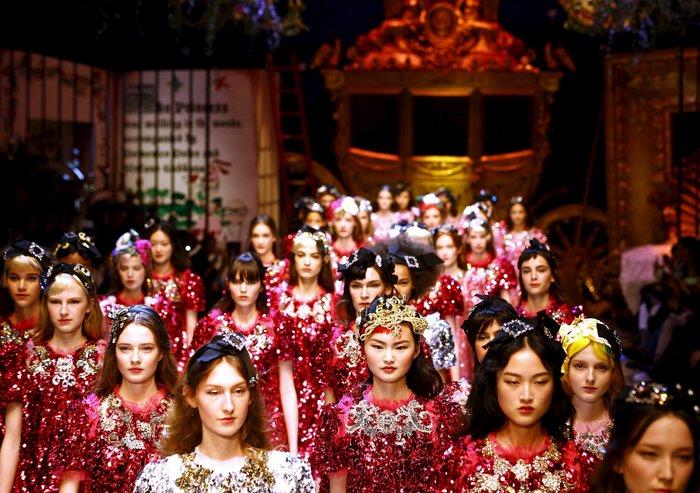 Εικόνες από τo εκπληκτικό σόου των Dolce & Gabbana στο Μιλάνο - εικόνα 21
