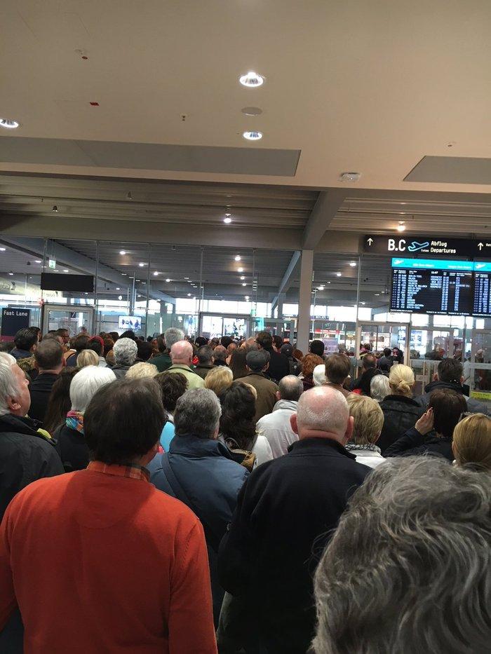 Συναγερμός στην Κολωνία, εκκενώθηκε το αεροδρόμιο