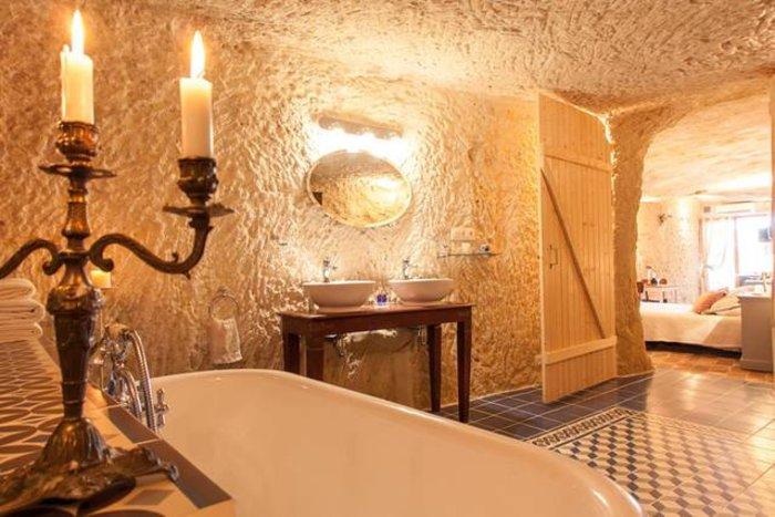 Ανεργος αγόρασε σπήλαιο 1€ και το έκανε παλάτι - εικόνα 10
