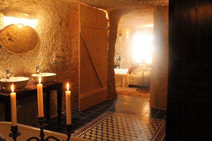 Ανεργος αγόρασε σπήλαιο 1€ και το έκανε παλάτι - εικόνα 12