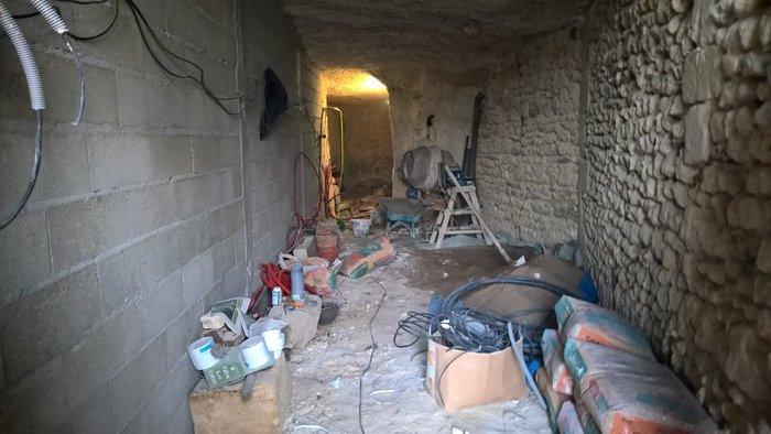 Ανεργος αγόρασε σπήλαιο 1€ και το έκανε παλάτι - εικόνα 2