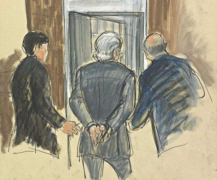 """Ο Μάντοφ οδηγείται στη φυλακή. Η ζωή του έγινε ταινία """"Ο λύκος της Γουολ Στριτ"""""""