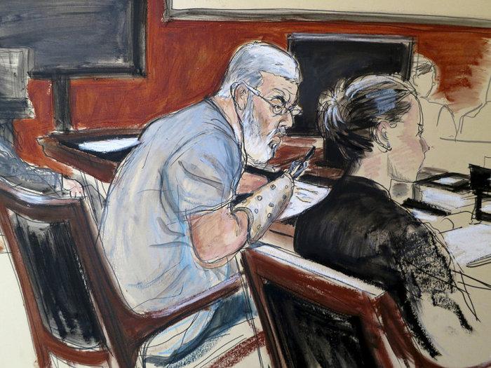 Η δίκη του Abu Hamza. Κατηγορήθηκε για τρομικρατικές επιθέσεις στις οποίες είχε χάσει τα δυο του χέρια και το ένα μάτι