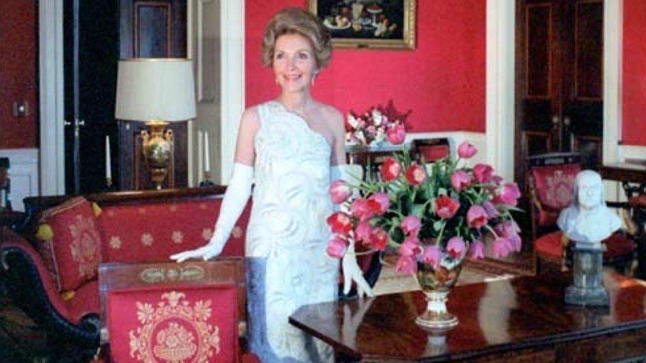 James W Rouse Business Person : Nancy reagan Η πιο καλοντυμένη πρώτη κυρία φορούσε πάντα