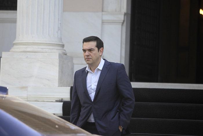 Reuters: Ποιους θα «θυσιάσει» ο Τσίπρας στον ανασχηματισμό για το χρέος