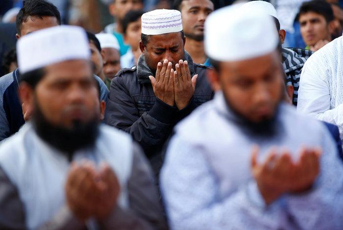 Προσευχή χιλιάδων μουσουλμάνων μπροστά στο Κολοσσαίο της Ρώμης - εικόνα 2