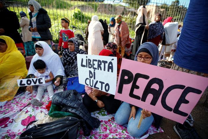 Προσευχή χιλιάδων μουσουλμάνων μπροστά στο Κολοσσαίο της Ρώμης - εικόνα 6