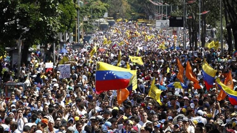Βενεζουέλα: Στα άκρα η κόντρα κυβέρνησης και αντιπολίτευσης
