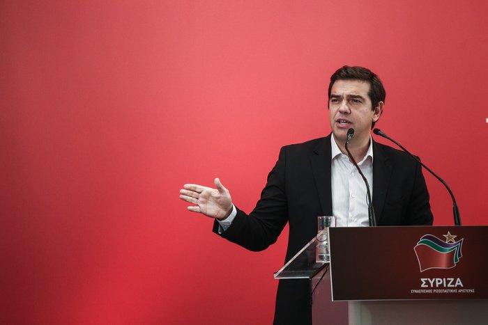 Ο Αλέξης Τσίπρας κατά τη διάρκεια της ομιλίας του στην ΚΕ του ΣΥΡΙΖΑ