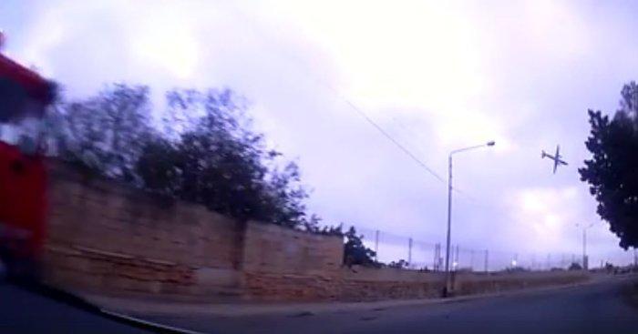 Η σοκαριστική στιγμή της συντριβής του αεροσκάφους στη Μάλτα