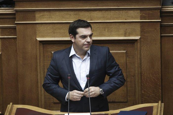 Ο Αλέξης Τσίπρας κατά τη διάρκεια συζήτησης στην Ολομέλεια της Βουλής