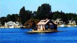 Κλέβει τις εντυπώσεις το νησάκι που χωράει μόνο ένα σπίτι!