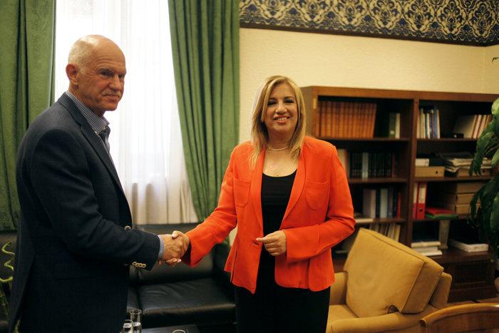 Στιγμιότυπο από τη συνάντηση του Γ. Παπανδρέου με την Φώφη Γεννηματά στα τέλη του περασμένου Ιουνίου.