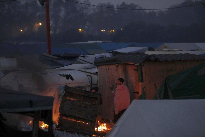 """Μεγάλη φωτιά μαίνεται στη """"ζούγκλα του Καλαί"""", ενώ συνεχίζεται η εκκένωση - εικόνα 3"""