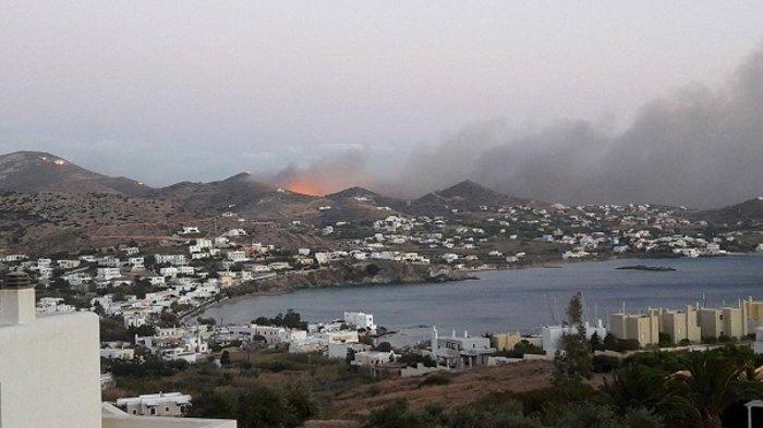 Μετά την 6ωρη μάχη οι πυροσβέστες περιόρισαν τη φωτιά στη Σύρο (BINTEO) - εικόνα 3