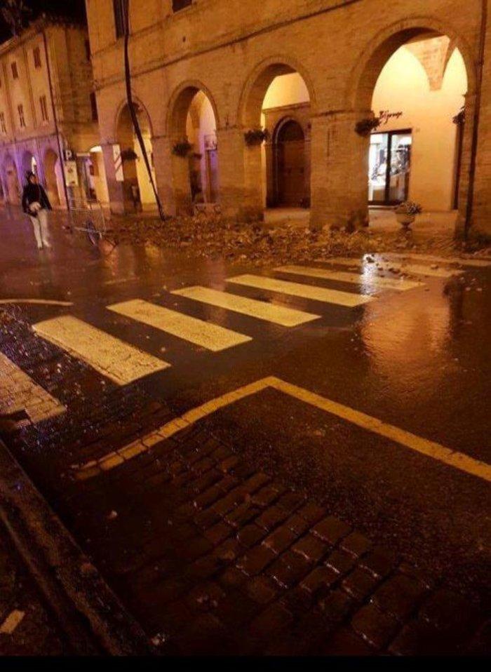 Νύχτα τρόμου στην Ιταλία με αλλεπάλληλους σεισμούς - εικόνα 2