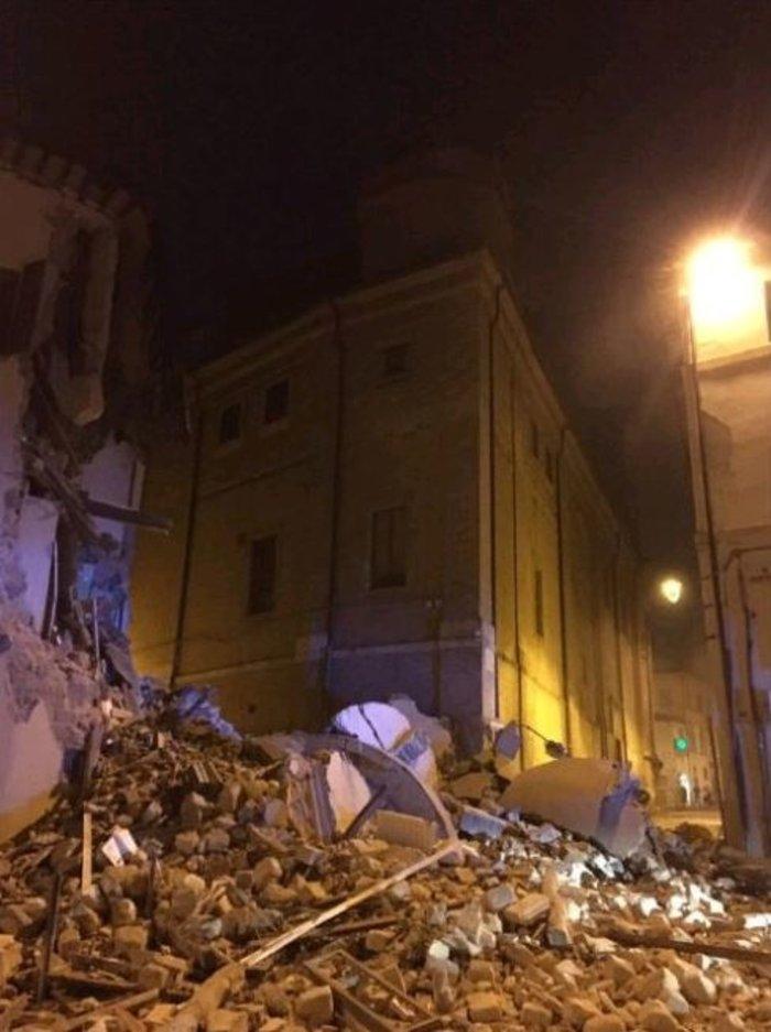 Νύχτα τρόμου στην Ιταλία με αλλεπάλληλους σεισμούς - εικόνα 3