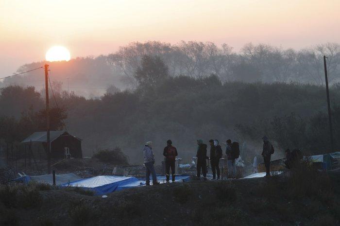 Ισοπεδώνουν με μπουλντόζες τη «ζούγκλα» του Καλαί - εικόνα 7