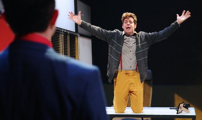 «Το Δάνειο»: Η ξεκαρδιστική κωμωδία, στο Θέατρο του Νέου Κόσμου - εικόνα 3