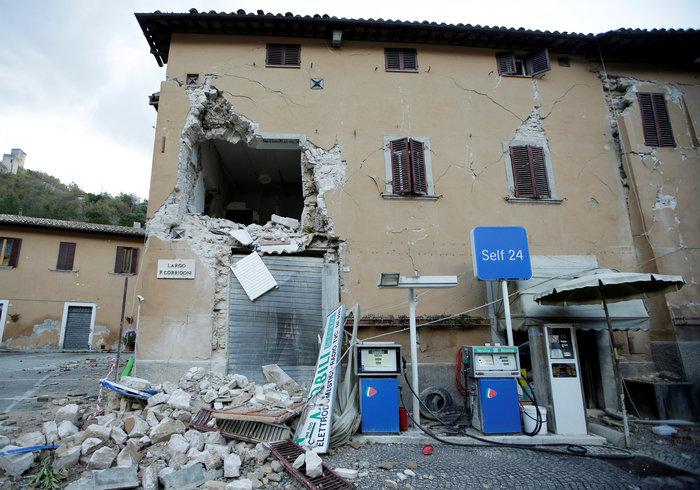 Τρόμος στην Ιταλία με 200 μετασεισμούς και χιλιάδες άστεγους