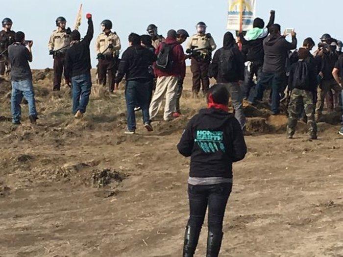 Οδοφράγματα, συλλήψεις και σπρέι πιπεριού στη Βόρεια Ντακότα