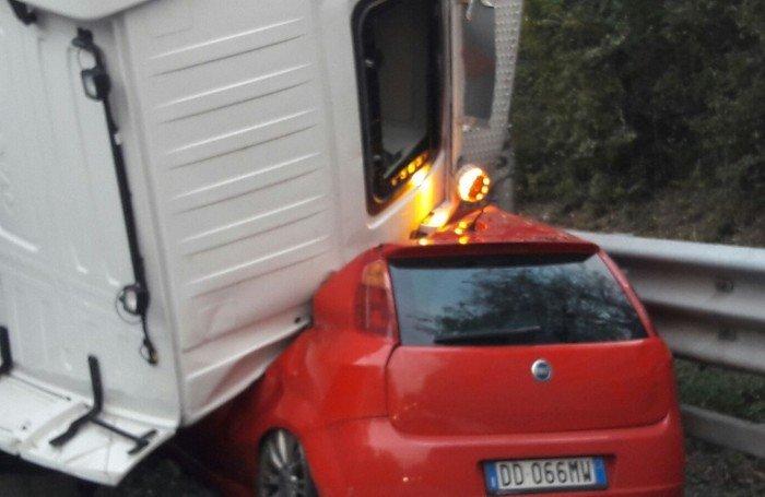 Τραγωδία στην Ιταλία από κατάρρευση ανισόπεδου κόμβου - εικόνα 5