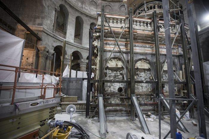 Παγκόσμιο ενδιαφέρον: Οι Ελληνες επιστήμονες που άνοιξαν τον Πανάγιο Τάφο - εικόνα 2