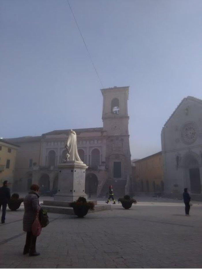 Δεκάδες κτίρια κατέρρευσαν από τα 6,6 Ρίχτερ στην Ιταλία [ΕΙΚΟΝΕΣ-ΒΙΝΤΕΟ] - εικόνα 7