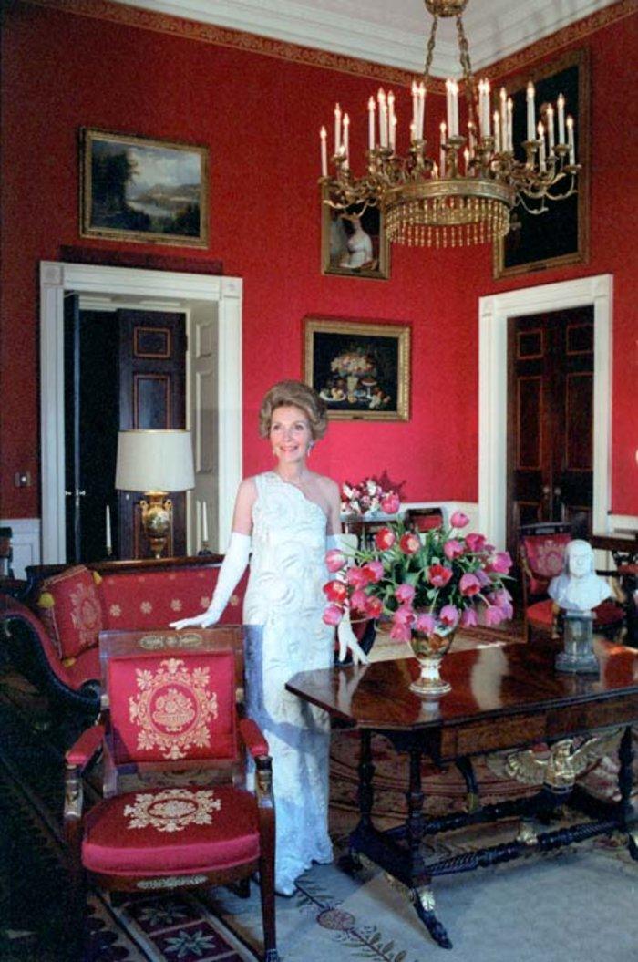 Η Νάνσι Ρίγκαν ντυμένη από τον Τζέιμς Γκαλάνο