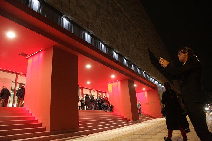 ΕΜΣΤ: Άνοιξε τις πόρτες του στο κοινό με διάλογο με την Αμβέρσα - εικόνα 2