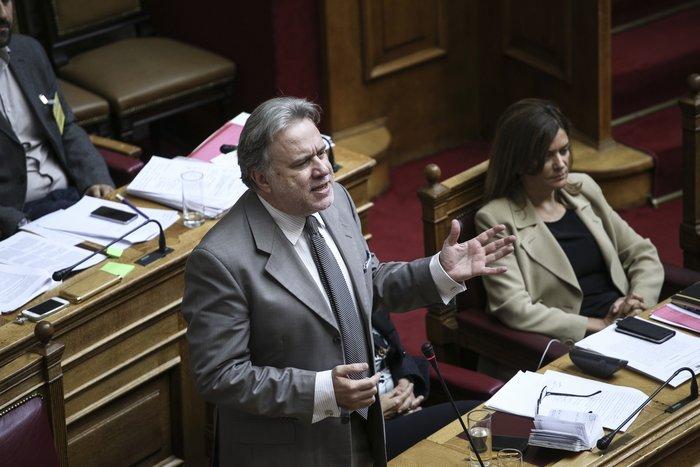 Ο υπουργός Εργασίας Γιώργος Κατρούγκαλος κατά τη διάρκεια συζήτησης στην Ολομέλεια της Βουλής