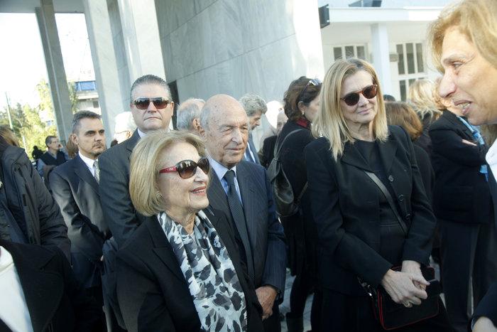 Σύσσωμος ο πολιτικός κόσμος στην κηδεία του Κώστα Στεφανή